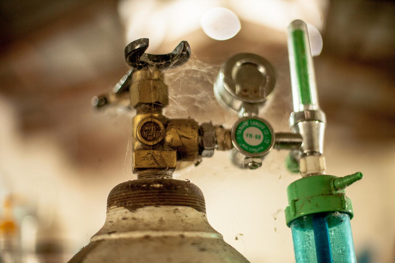 A dusty medical oxygen cylinder